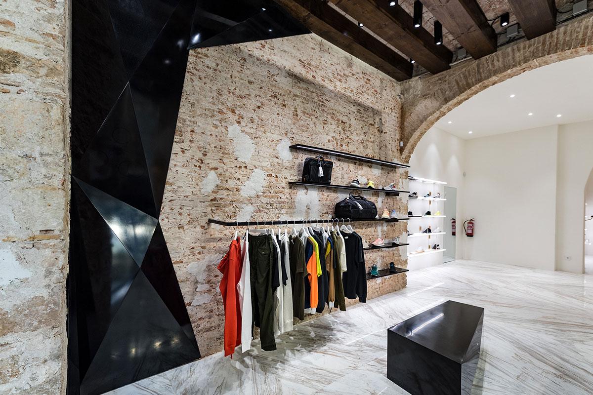 foot-district-new-store-barcelona-17.jpg