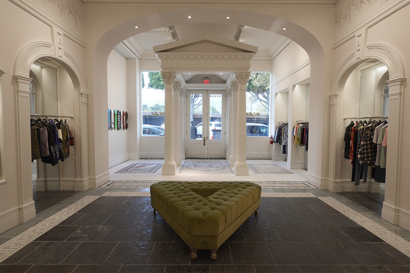 https---hypebeast.com-image-2019-04-palace-los-angeles-flagship-inside-look-05.jpg