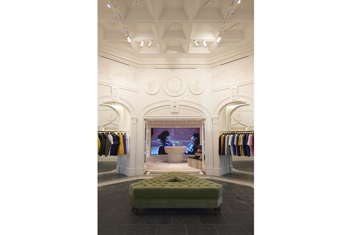 https---hypebeast.com-image-2019-04-palace-los-angeles-flagship-inside-look-04.jpg