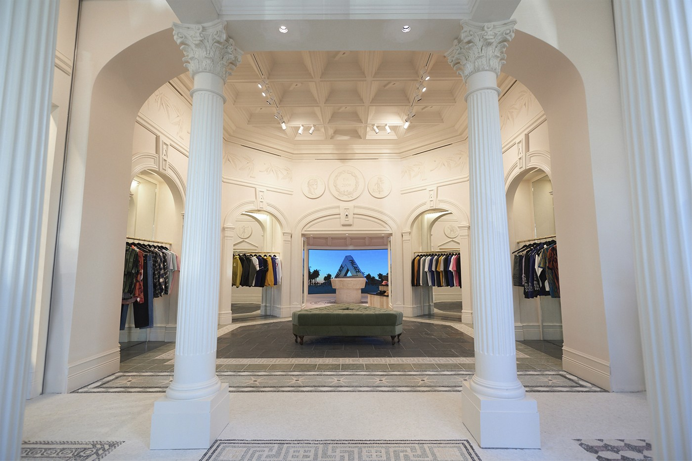 https---hypebeast.com-image-2019-04-palace-los-angeles-flagship-inside-look-01.jpg
