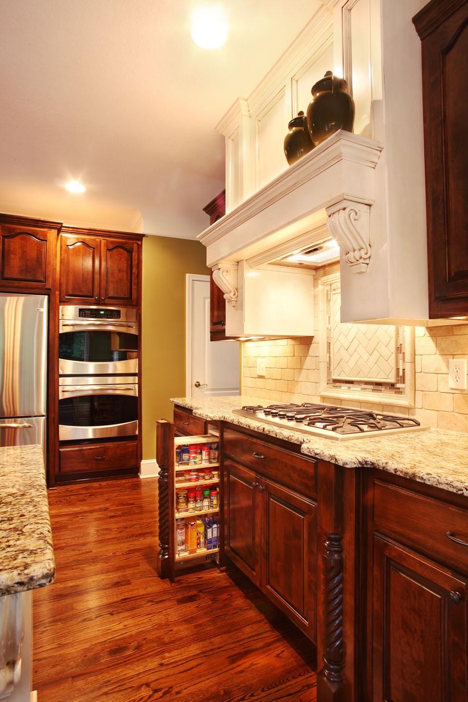 5831_Manor_Drive_Kitchen_2.jpg