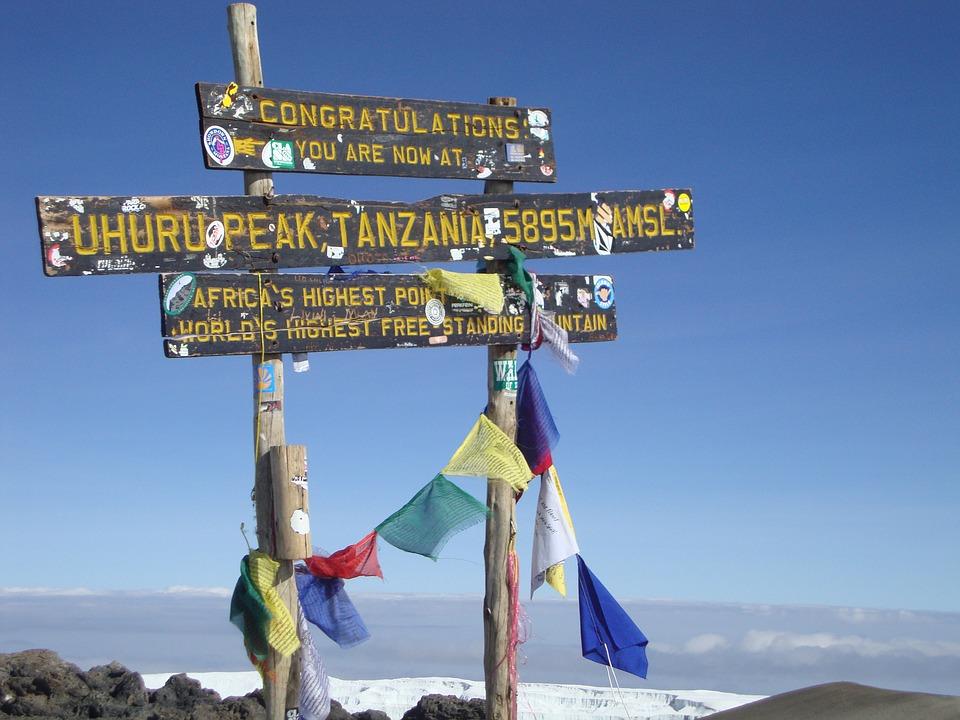 Kilimanjaro trekking >>