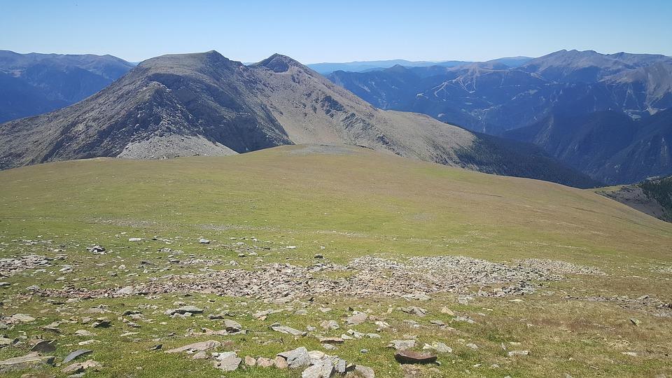 Reveal the secrets of Andorra - Are you tourist or a traveler?