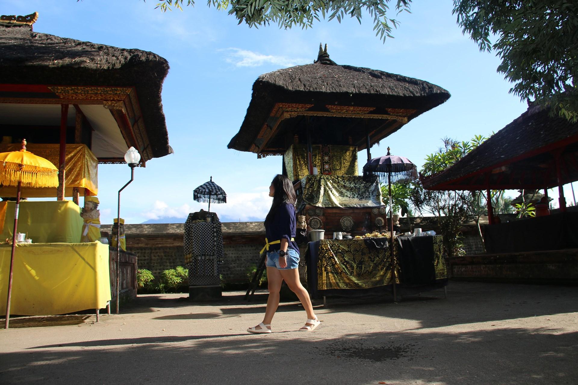 Lombok Short Escape Lingsar.jpg
