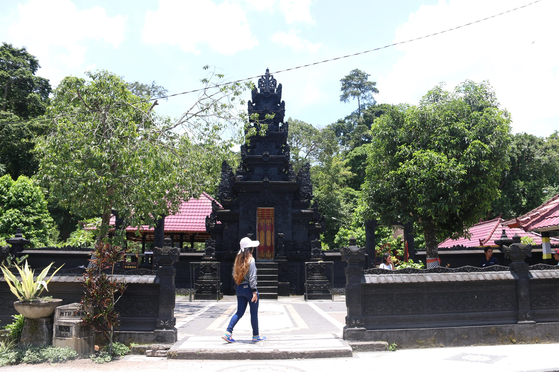 Lombok Short Escape Lingsar 3.jpg