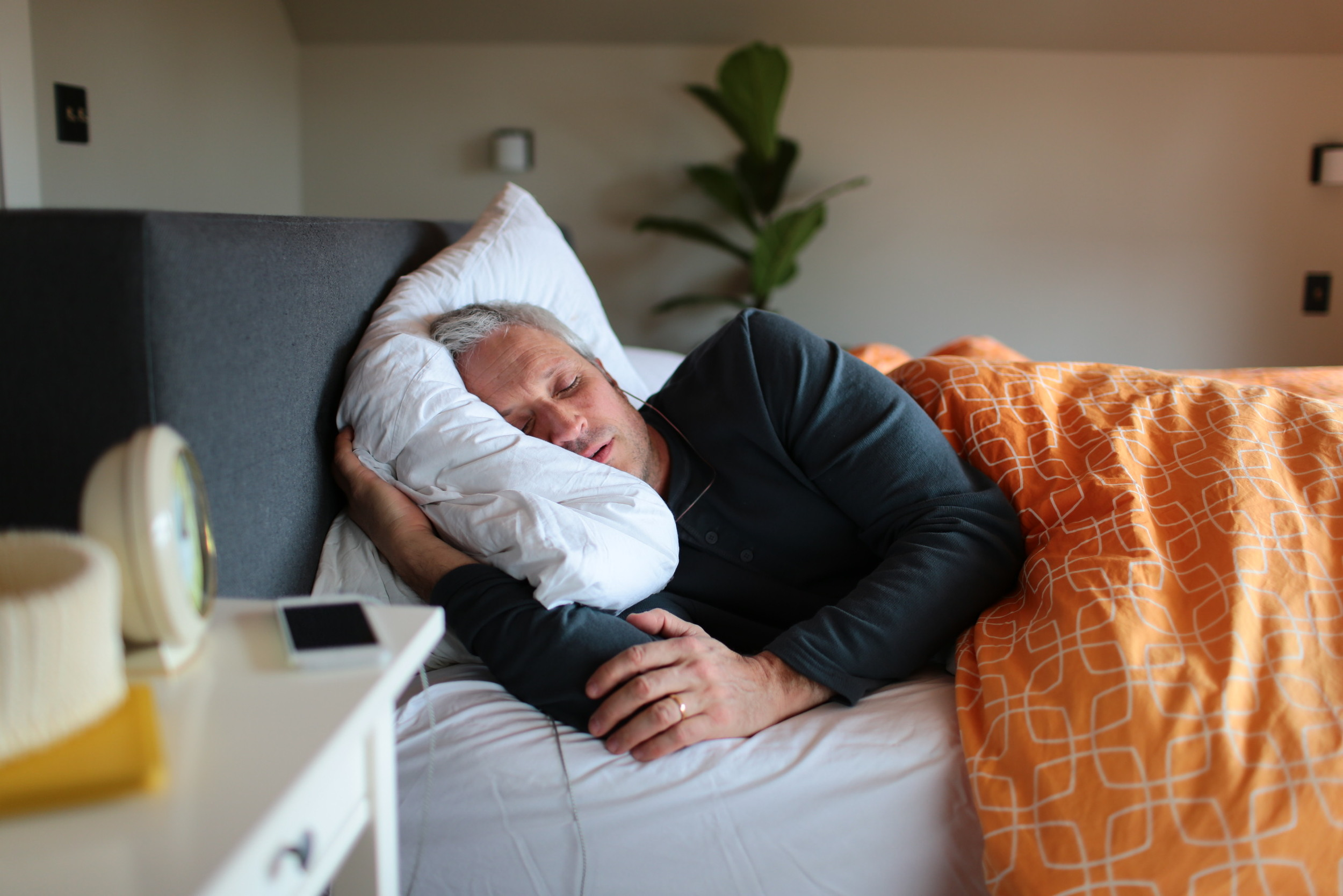 Tinnitus patient using sleep therapy to treat ear ringing