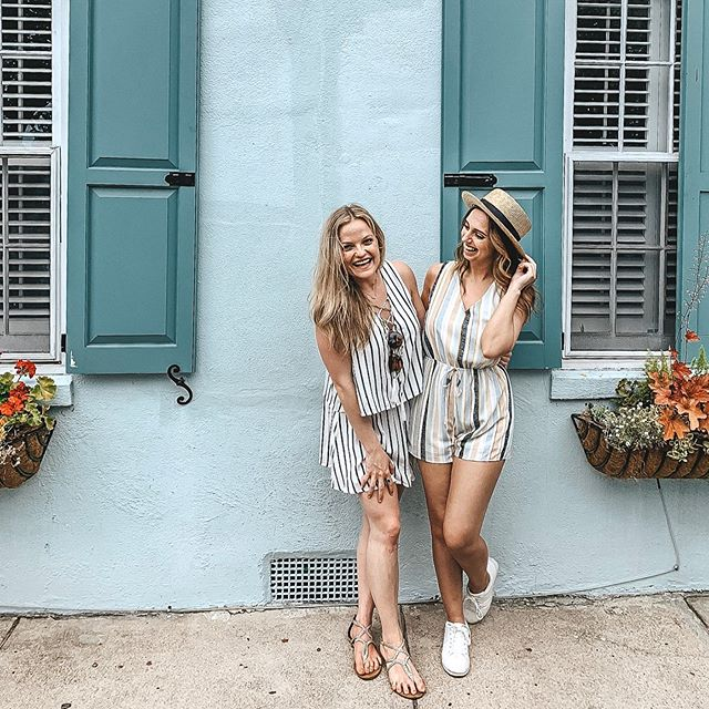 My Charleston Travel Guide is up on the blog! 🌼☀️🌊 . I was warned that when I got to Charleston, I wouldn't want to leave. I honestly had no idea how quickly I would fall in love with the city. It was so charming and quaint and had the perfect southern home-y vibe. It was the best girls trip! . I put together a list of all the amazing restaurants we ate at, all the places to go, and all the sites we saw! link in bio! . #charleston #charlestontravelguide #southerncharm #lifestyle #lifestyleblogger #travel #rainbowrow
