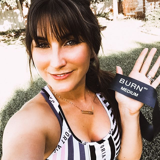 Show us your bands. 🙌🏼 Own a set of the Burn 60 Resistance Bands? Tag us in your photo or video using them to get featured in our Insta story! 📷 @msjessiejane . . . . #GetFit #FitLife #Fit #GetStrong #showusyourbands #resistancebands #TrainHard #LosAngeles #showusyourbands
