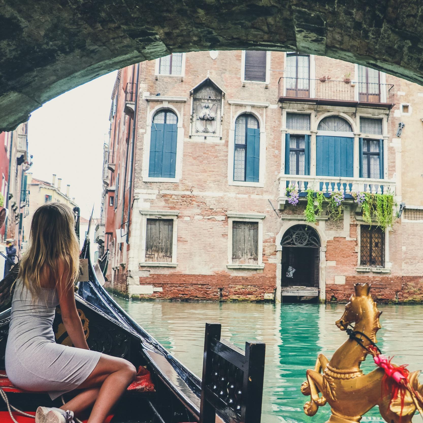 Vencie-Carly-Light-Travels