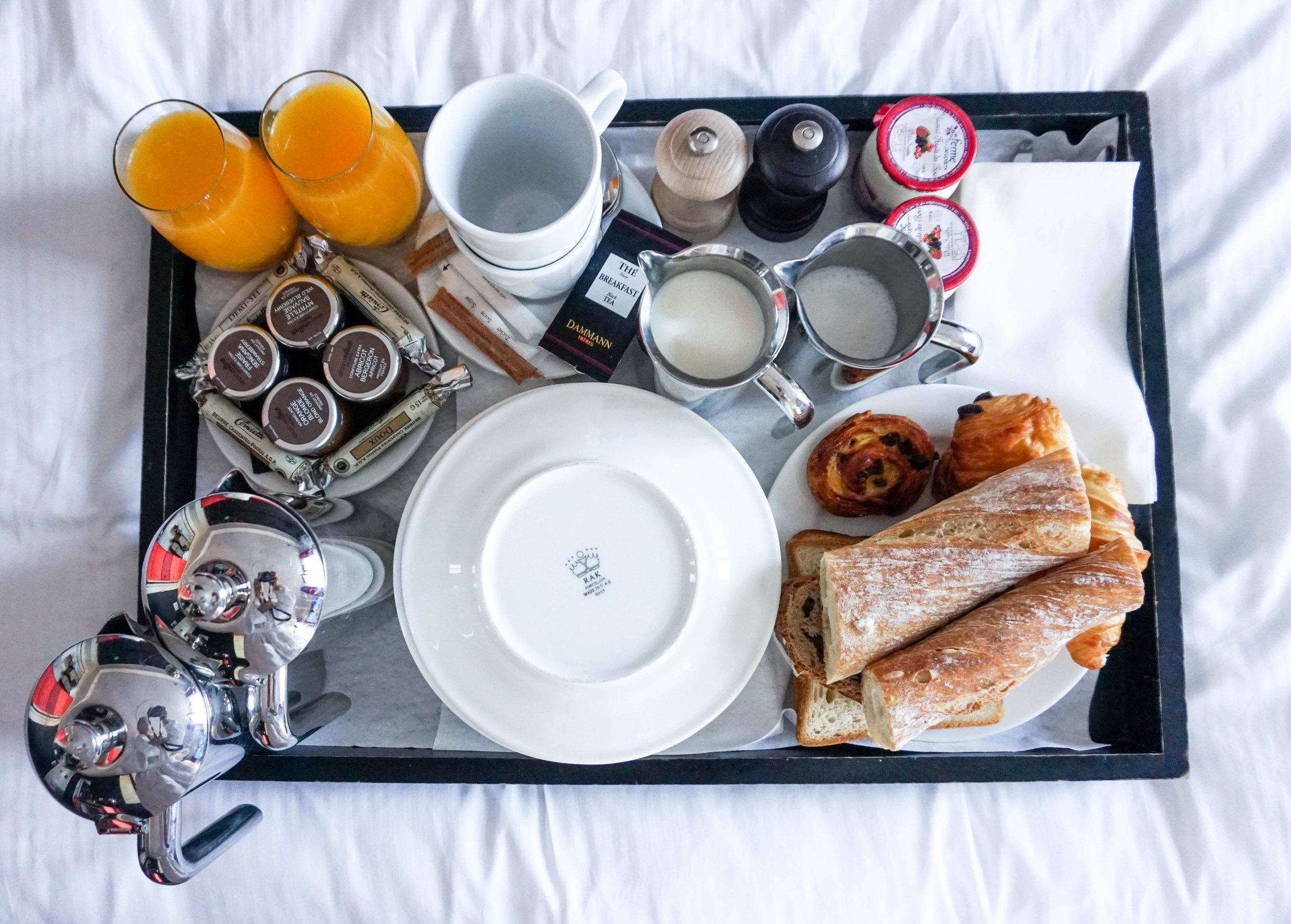 Paris-Terrass Hotel-room service