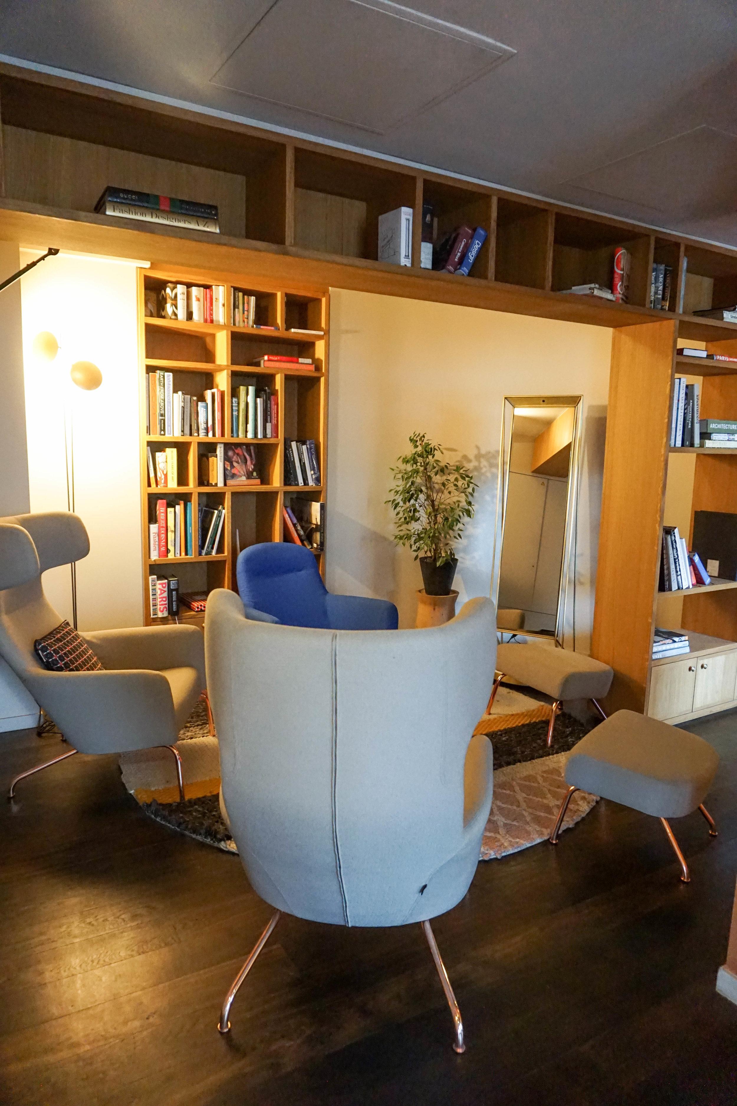 Paris-Terrass Hotel-library