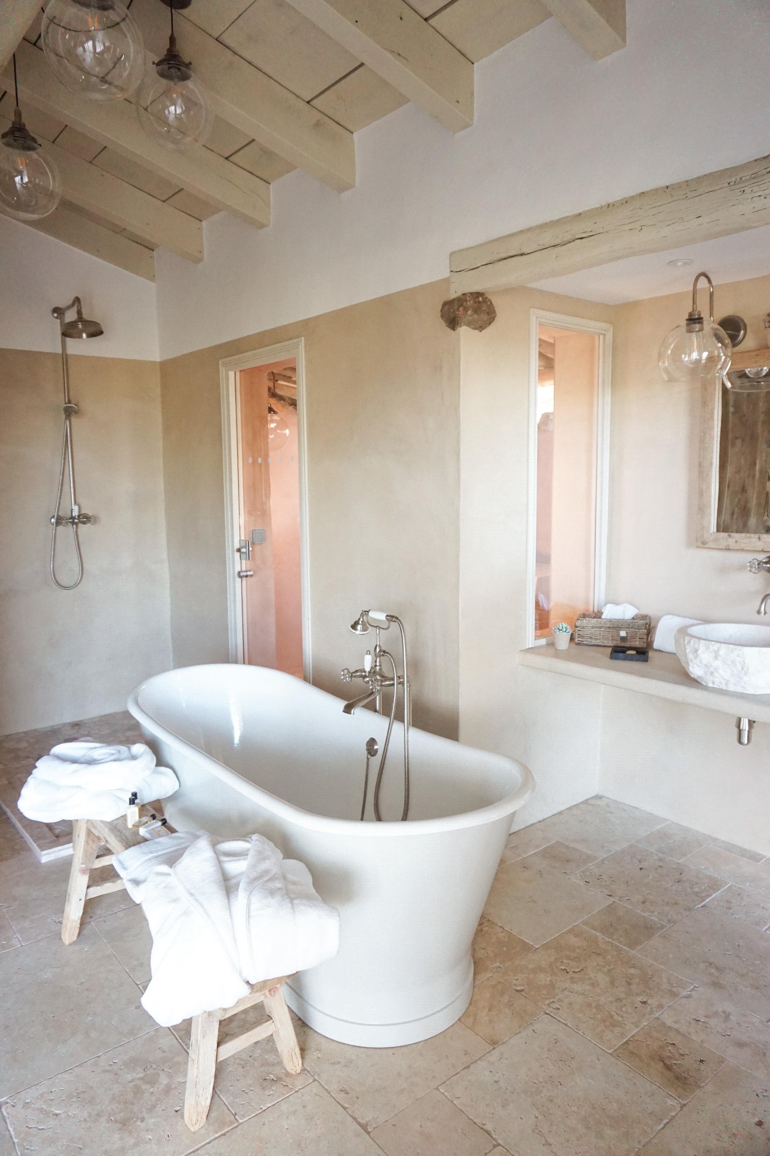 Les Oliviers de Palombaggia - bathroom.jpg