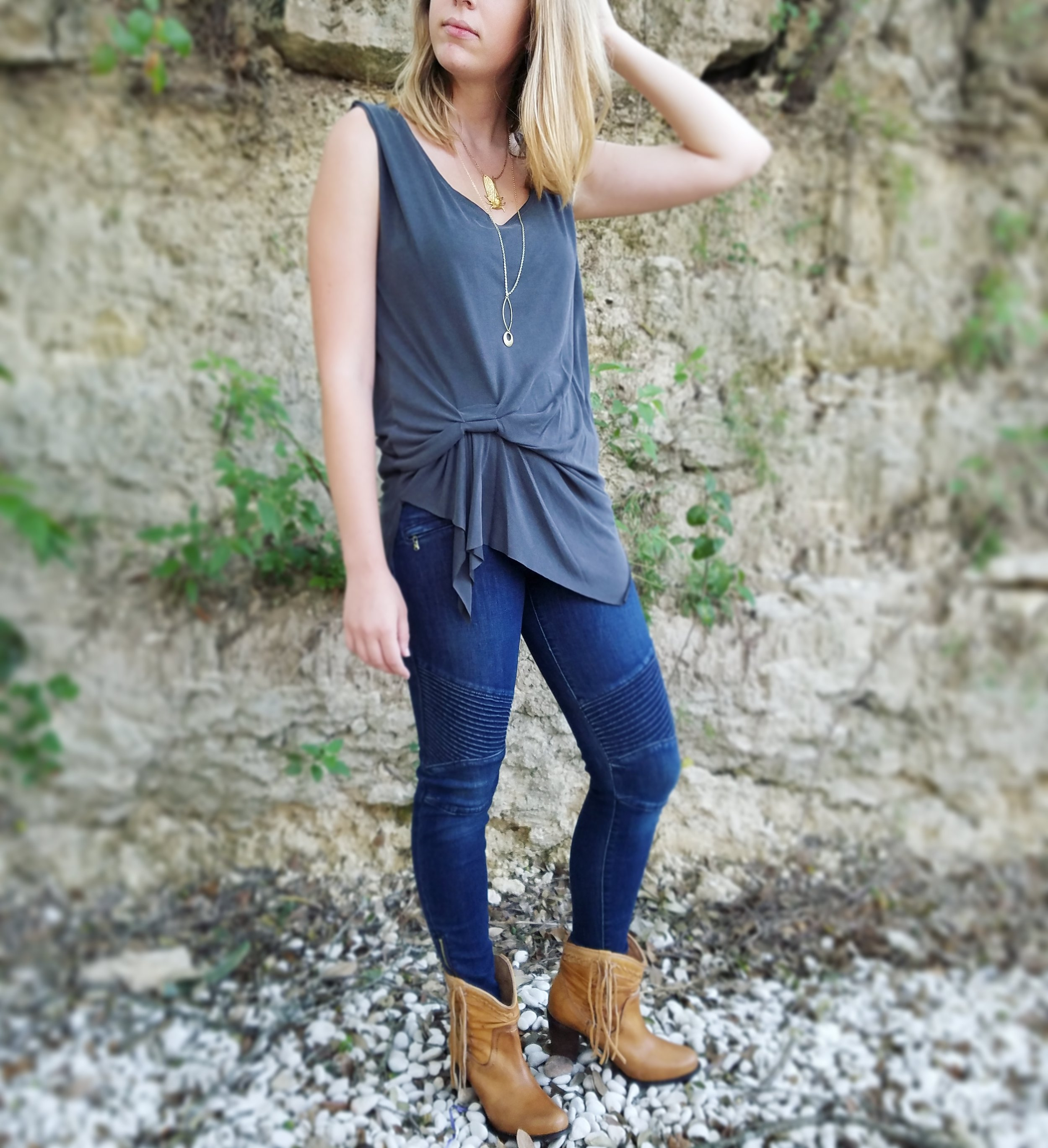 slouchy black top outfit austin style