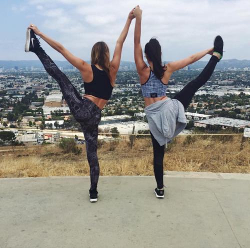 Zoe+and+Lindsay+Hike+LA.png