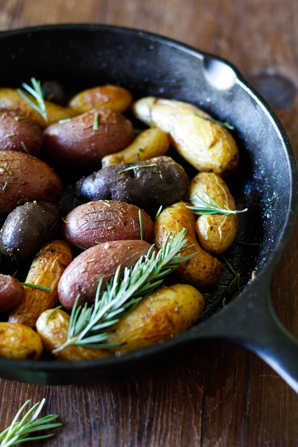 rosemary_roasted_fingerling_potatoes_1.jpg