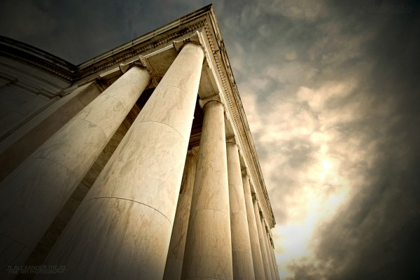 Photo © Alex Trejo. Jefferson Memorial as seen through the 10-20mm F4-5.6. 1/250 F8 ISO 400
