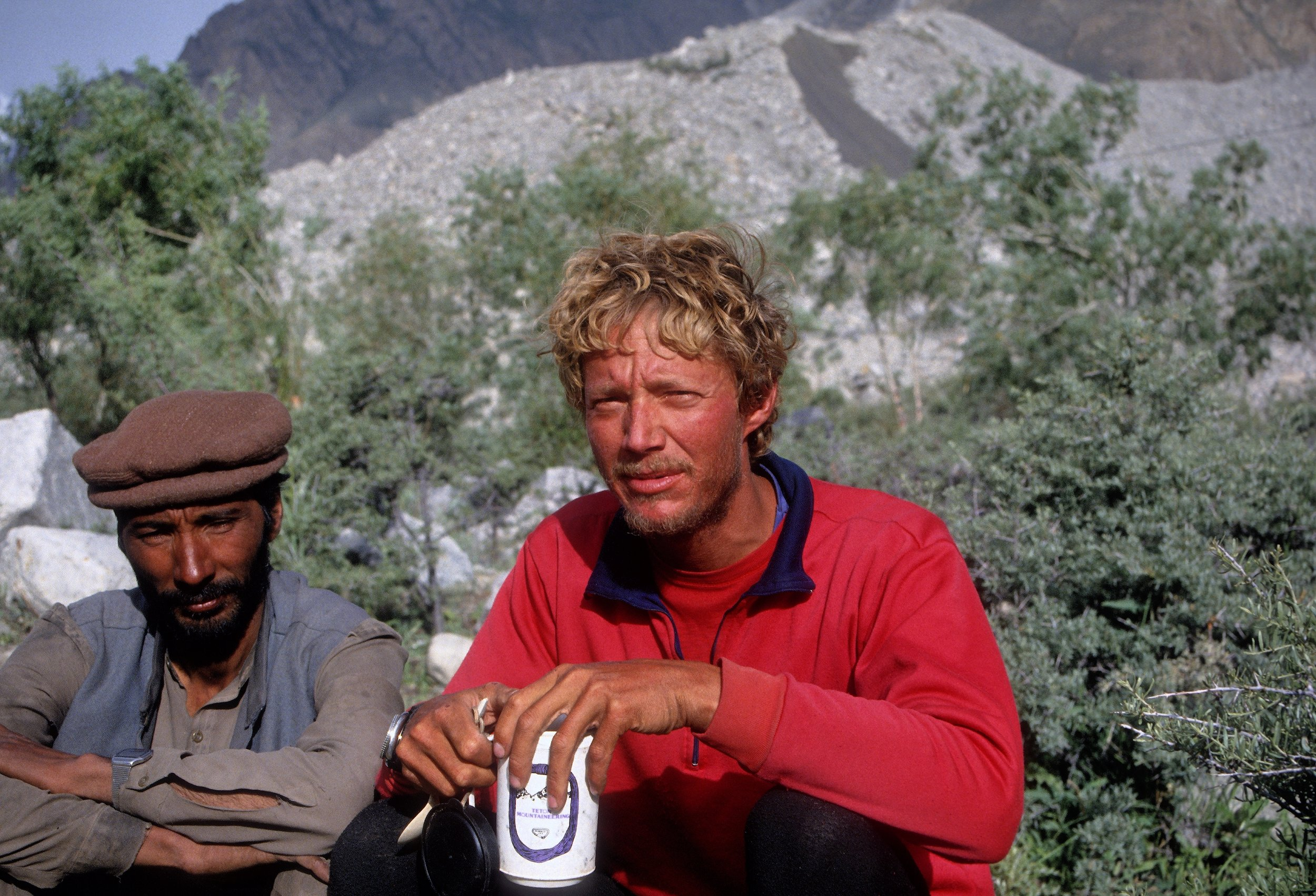Wes Bunch on Broad Peak expedition w/ TM mug!