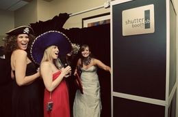shutter-booth-photos-wedding-trends-engaging-events-by-ali.jpg