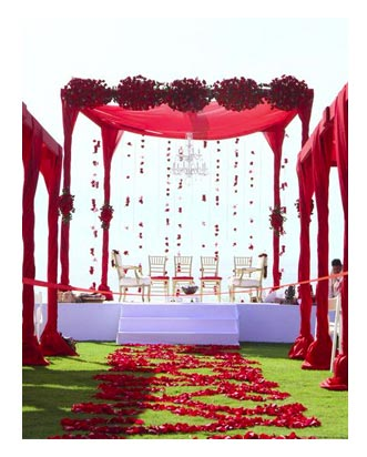 Town & Country - 15 Ideas for Gorgeous Wedding Ceremony Backdrops