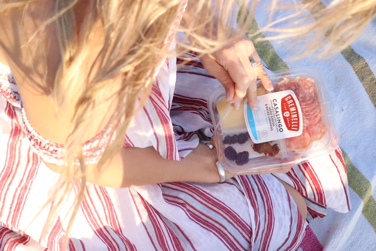 6 Tips to Have a Perfect Beach Picnic - Lifestyle Blogger - Creminelli Snack Trays On-the-go - Milso Blogger - Beach Tips (3).JPG