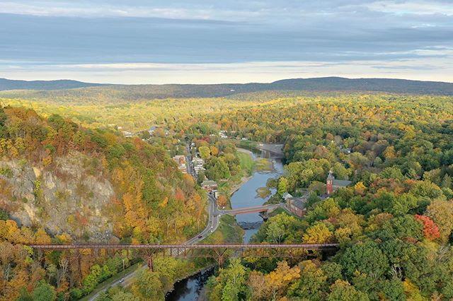 Ooooh that fall feeling. . . . #fedpv #dronelife #dronephotography #upstateny #happybirthdaykate #dji #mavicpro2 #aerialphotography