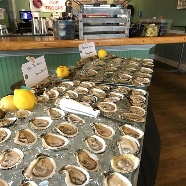 We're ready for the VIP oyster bar @edsseafoodshed with @lexandterry + @tk101radio! . @mobileoysterco  @pensacolaoyster  #wakullamystiques . Look forward to seeing y'all soon! . #local #oysters #seafood #mobilebay