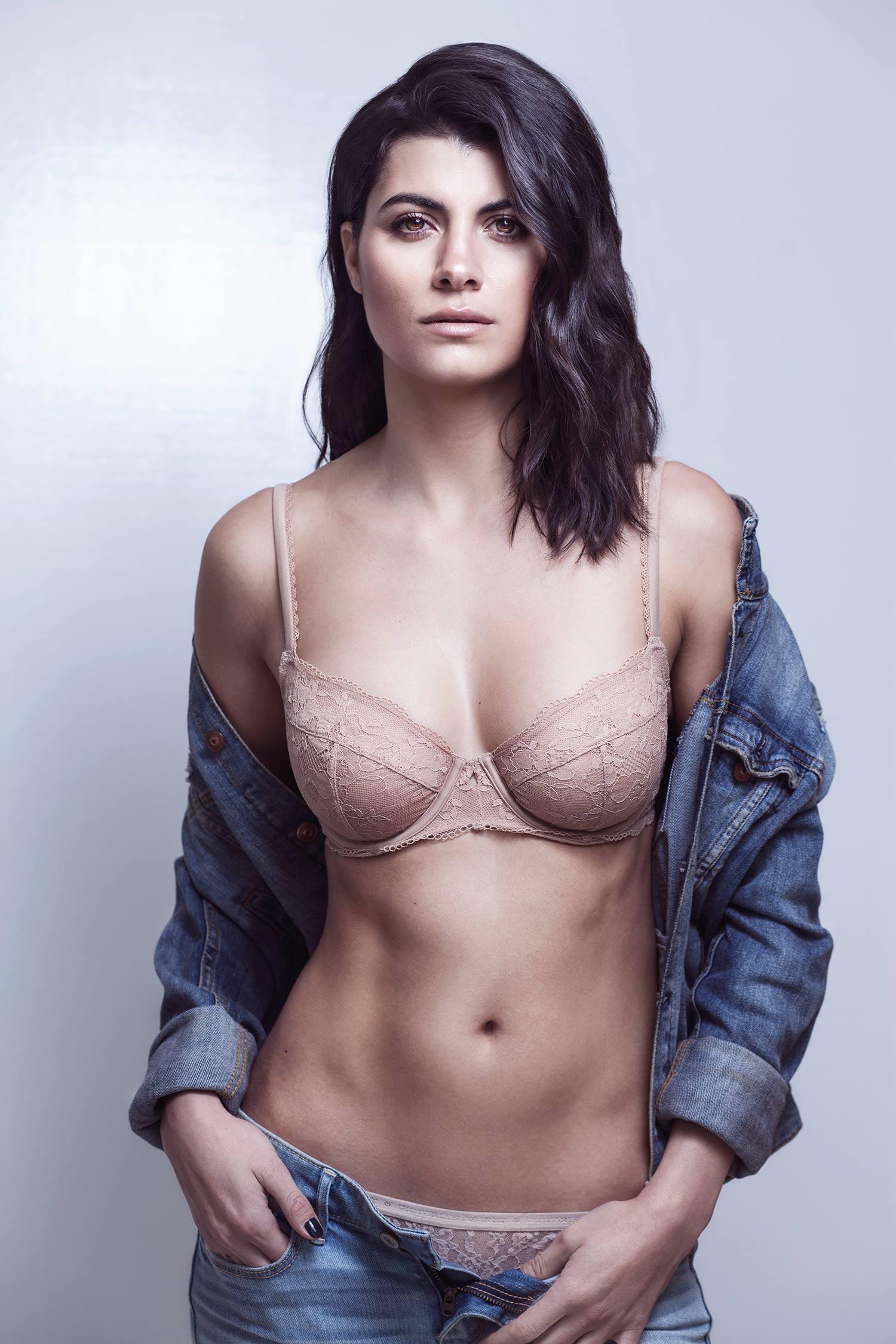 stephanie-in-underwear-photography-by-sissela