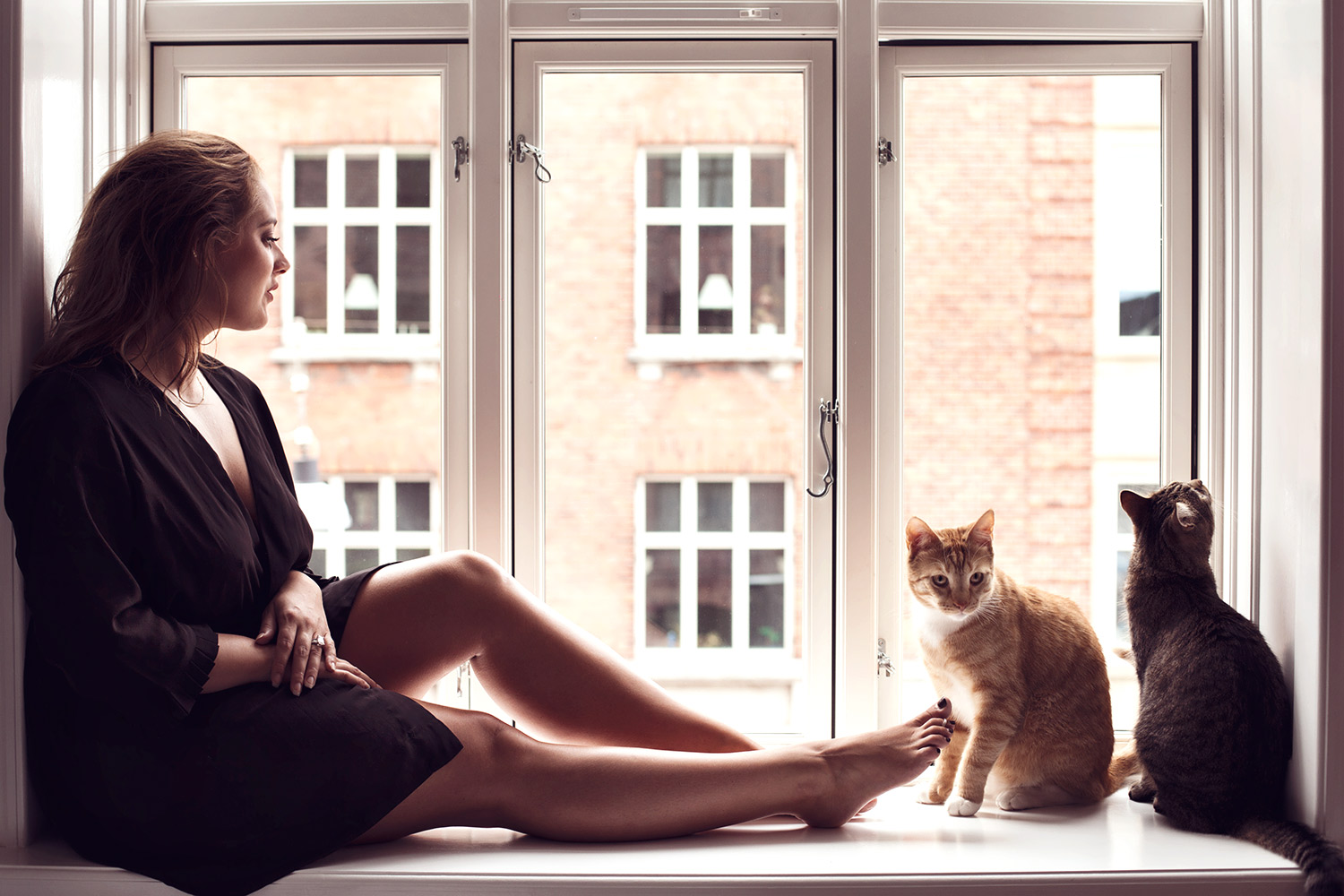 Her cats wanted to join us so badly so of course they had to be in the shoot!