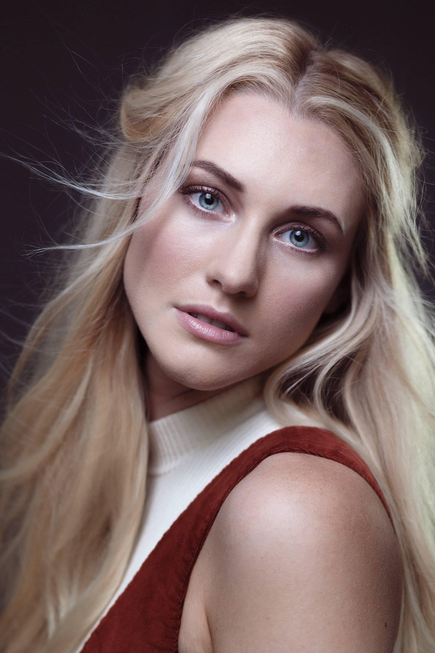kelsey-portrait-woman-sissela