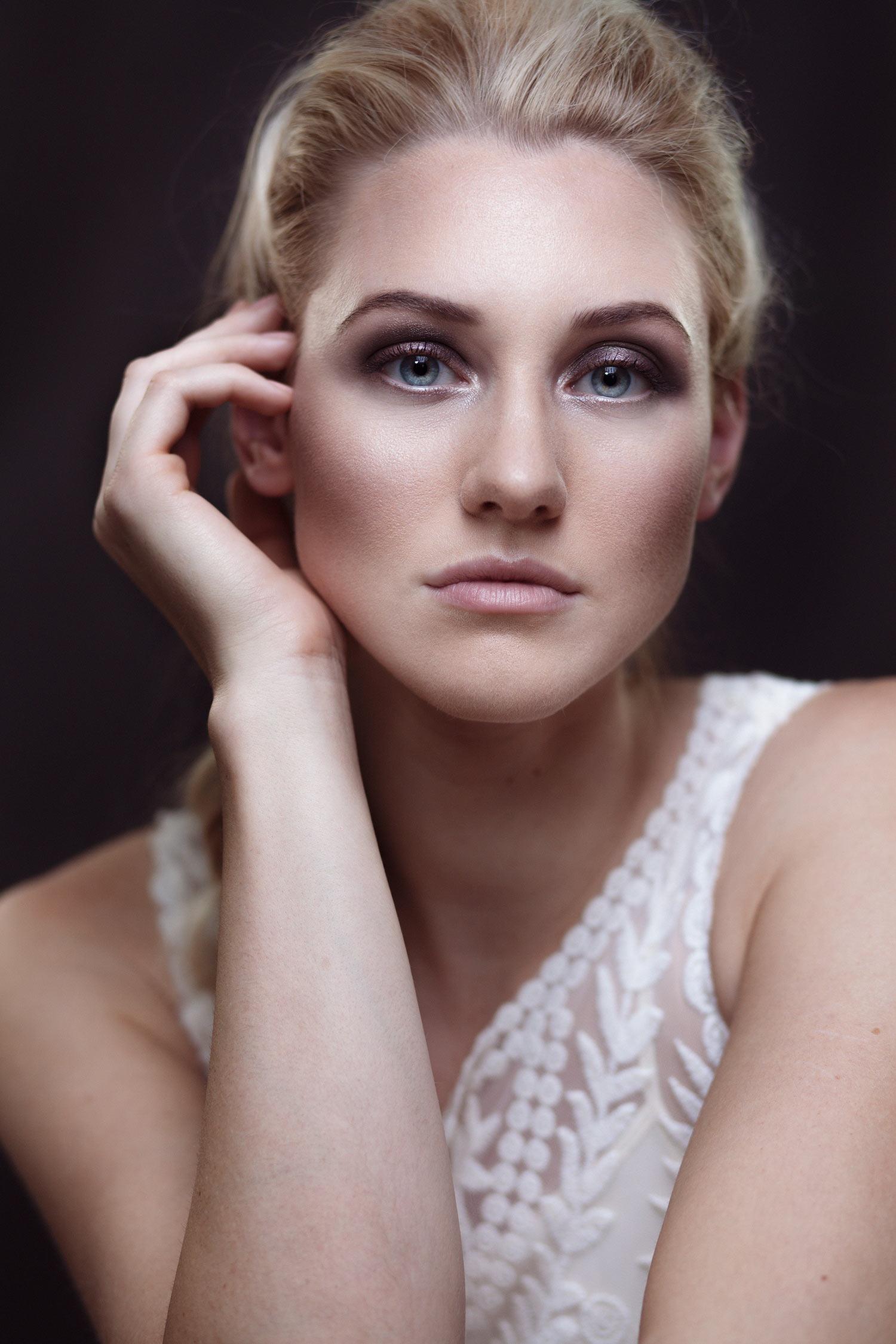 beauty-portrait-woman-blonde