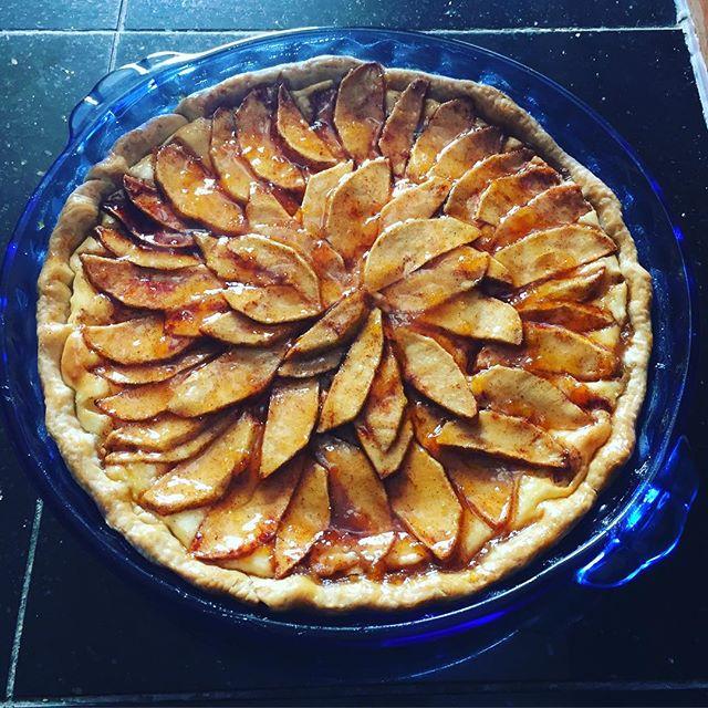 Apple Almond Cream Cheese Tart #charnopia #pie #tart #applepie