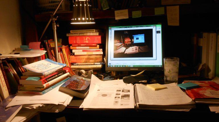 cluttered-desk-017-770x430.jpg