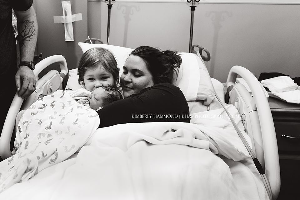 Fort Worth hospital birth | dfw birth photographer| dfw birth photography | Water Birth | Fort Worth Birth Photography | Texas Health Harris Fort Worth