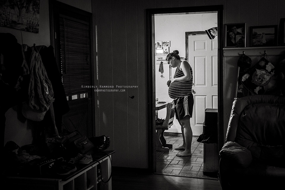 Mom labors in her kitchen during homebirth in Red Oak, TX.