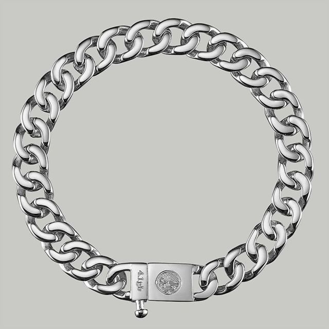 NEW ARRIVAL - CUBAN 03. It's our thinnest chain yet, and is more unisex compared to the 01 and the 02❗  TheCUBAN 03 is a minimal 9mm chainbracelet that features beautiful polished tones and is secured with a very steady mechanical clasp.