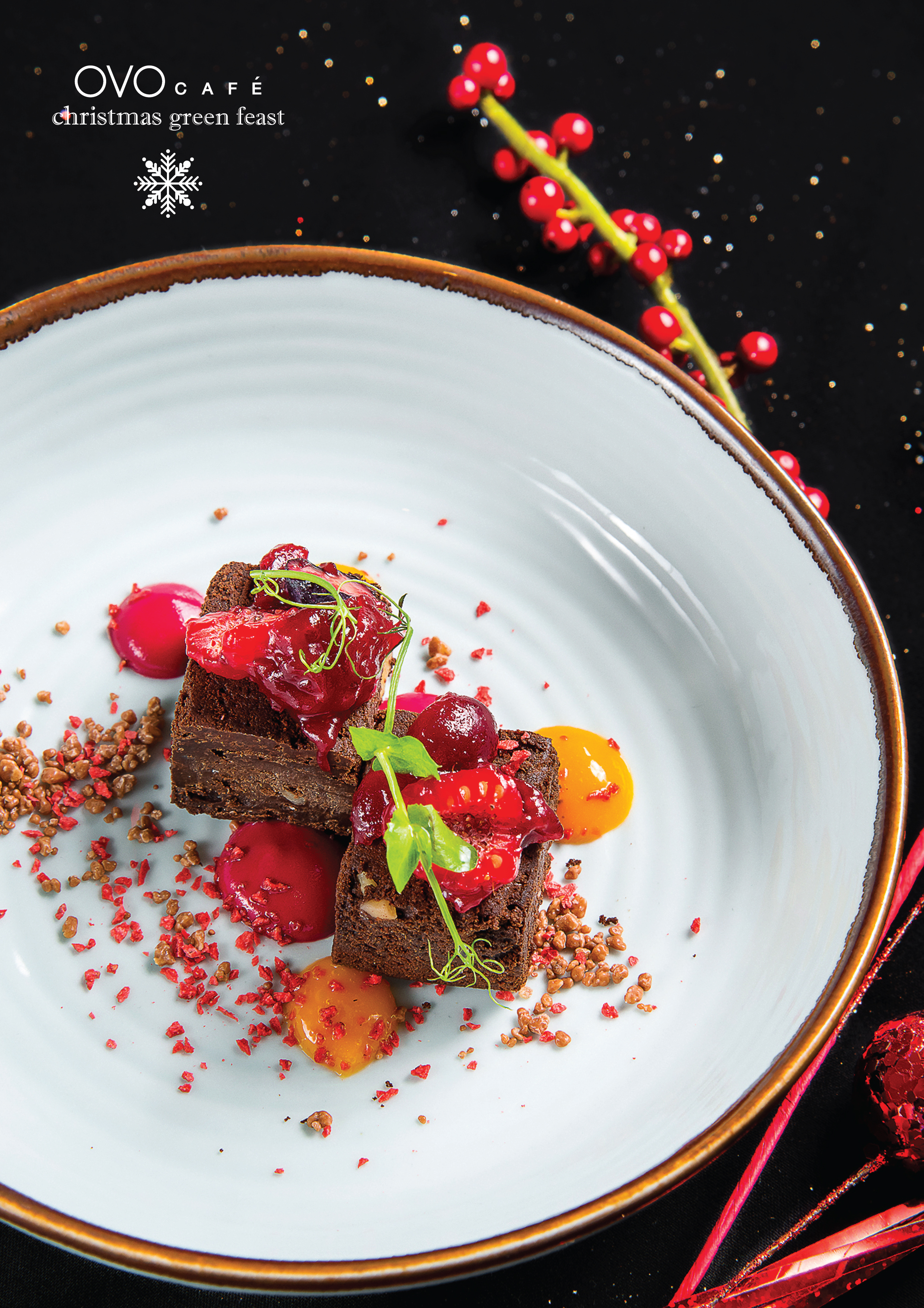 chocolate brownie with mixed berry and passion fruit sauce 朱古力蛋糕 配雜莓熱情果醬