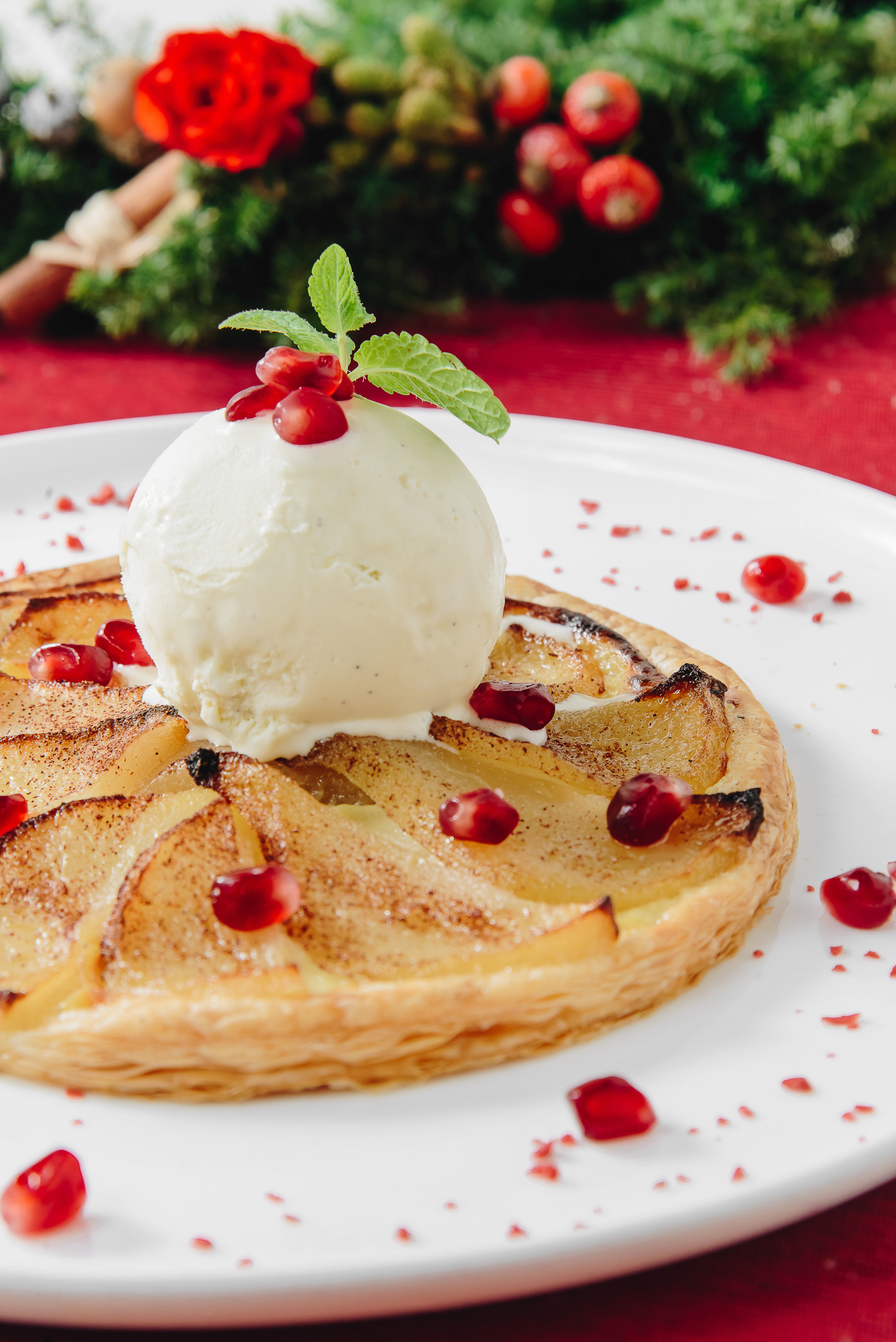酥皮啤梨批 配雲呢拿雪糕  pear meringue pie with vanilla ice-cream