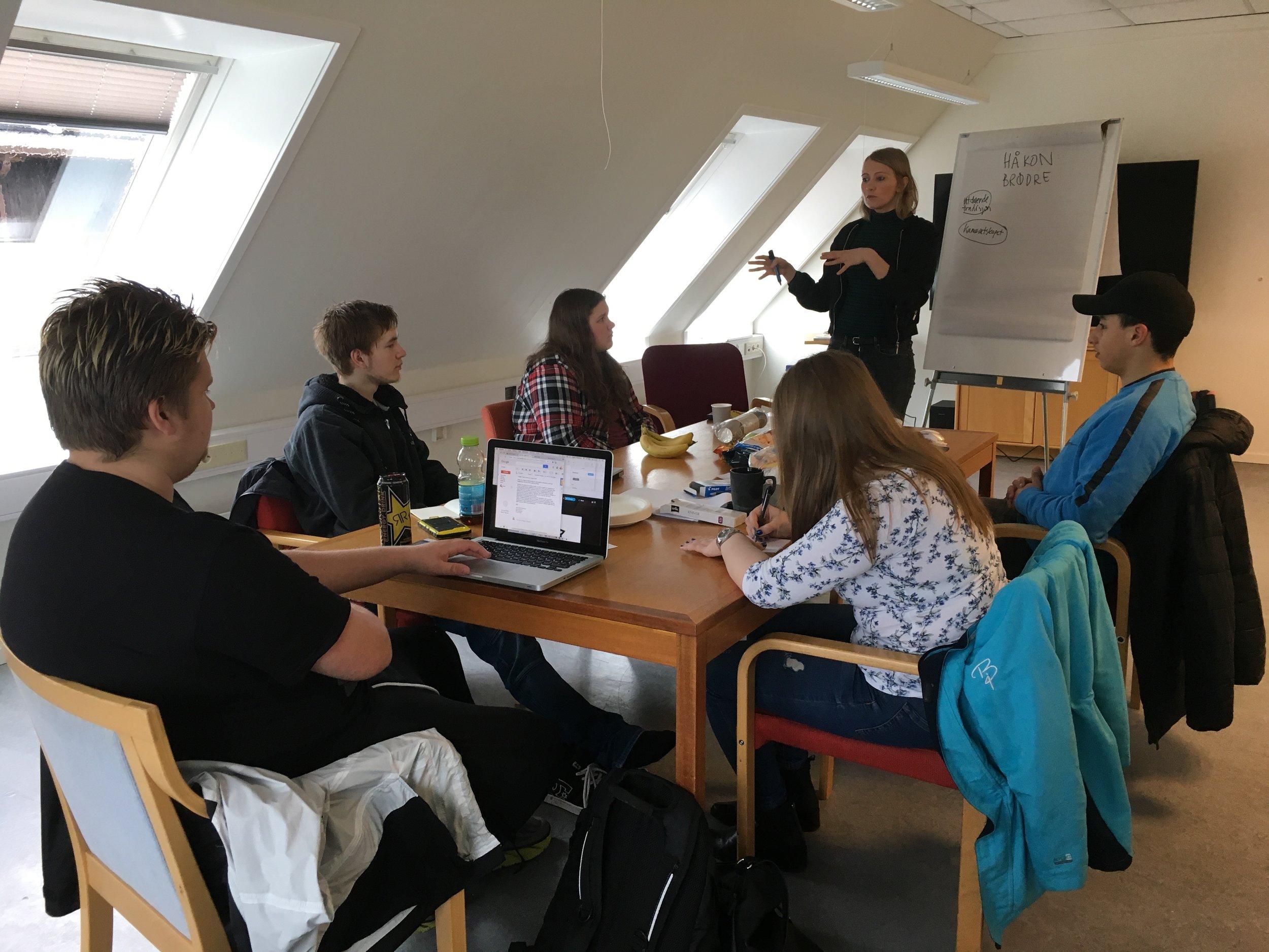 På bildet: Håkon, Richard, Emma, Gry, Sofian og Aleksandra.