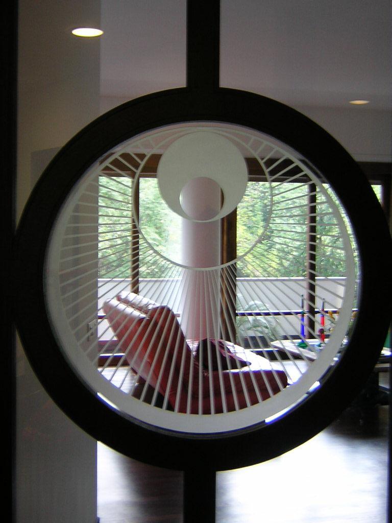 vetrata-geometrica-tondo-particolare.JPG