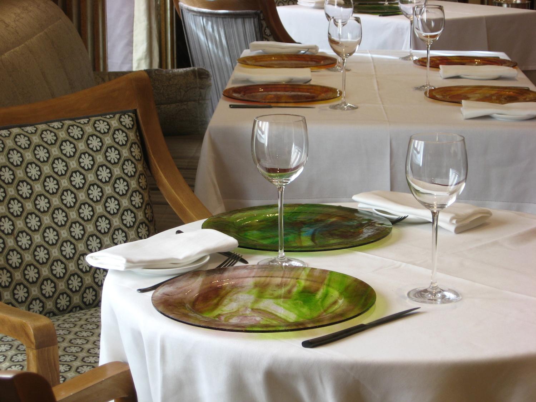 servizio-piatti-vetro-handmade-vivendo-restaurant-rome.jpg