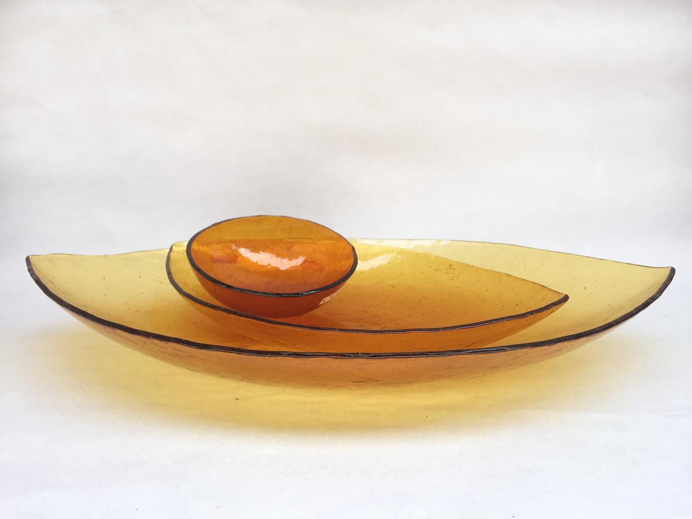 Leaves orange plates