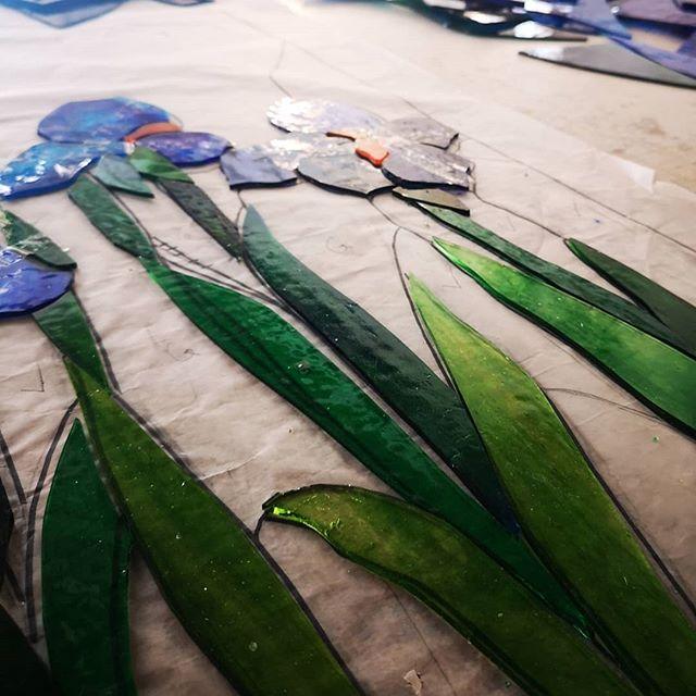 Iris . . @studiosilice #stainedglass #vetrate#windows #iris