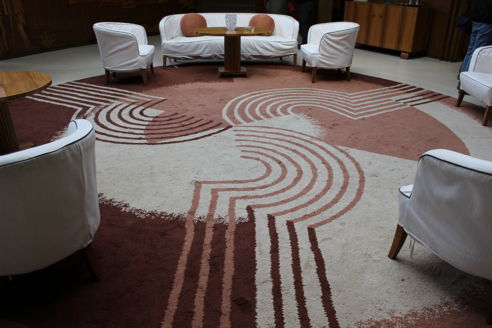 I love this art deco rug in the entrance hall.