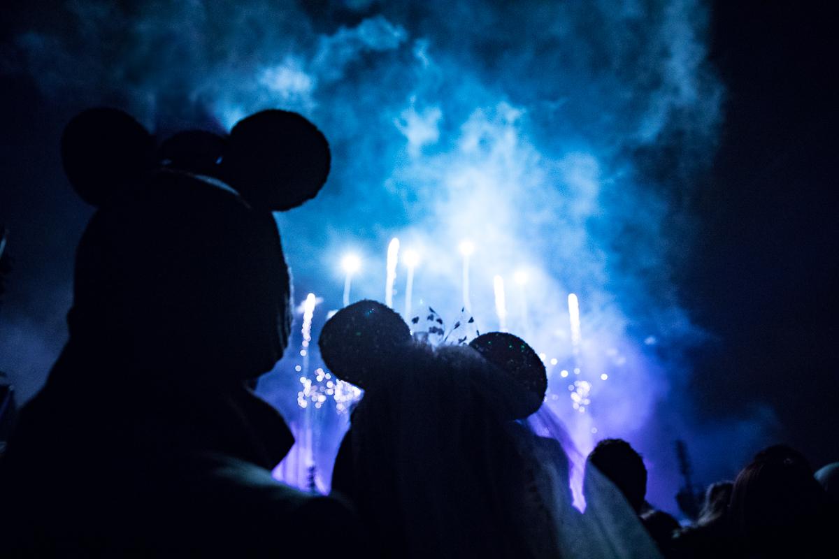 Chen Sands Paris Photographer Disneyland in Winter Engagement 28.jpg