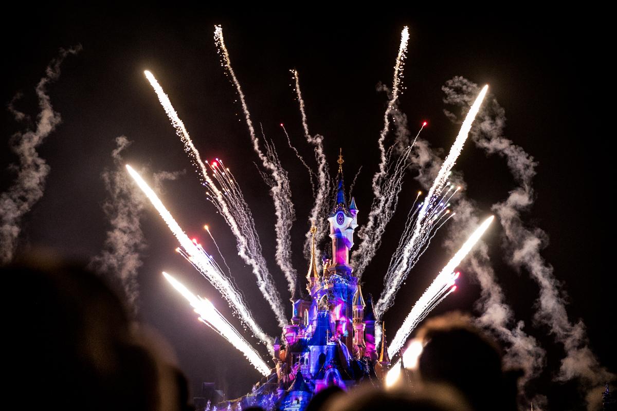 Chen Sands Paris Photographer Disneyland in Winter Engagement 29.jpg