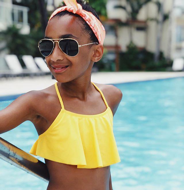 My little sunshine ☀️ . . . . . #mellowyellow #rayban #stylin #sunshine #mylittlelove #travellingwithkids #travelgram #travelpgotography #sunshineofmylife #livingherbestlife
