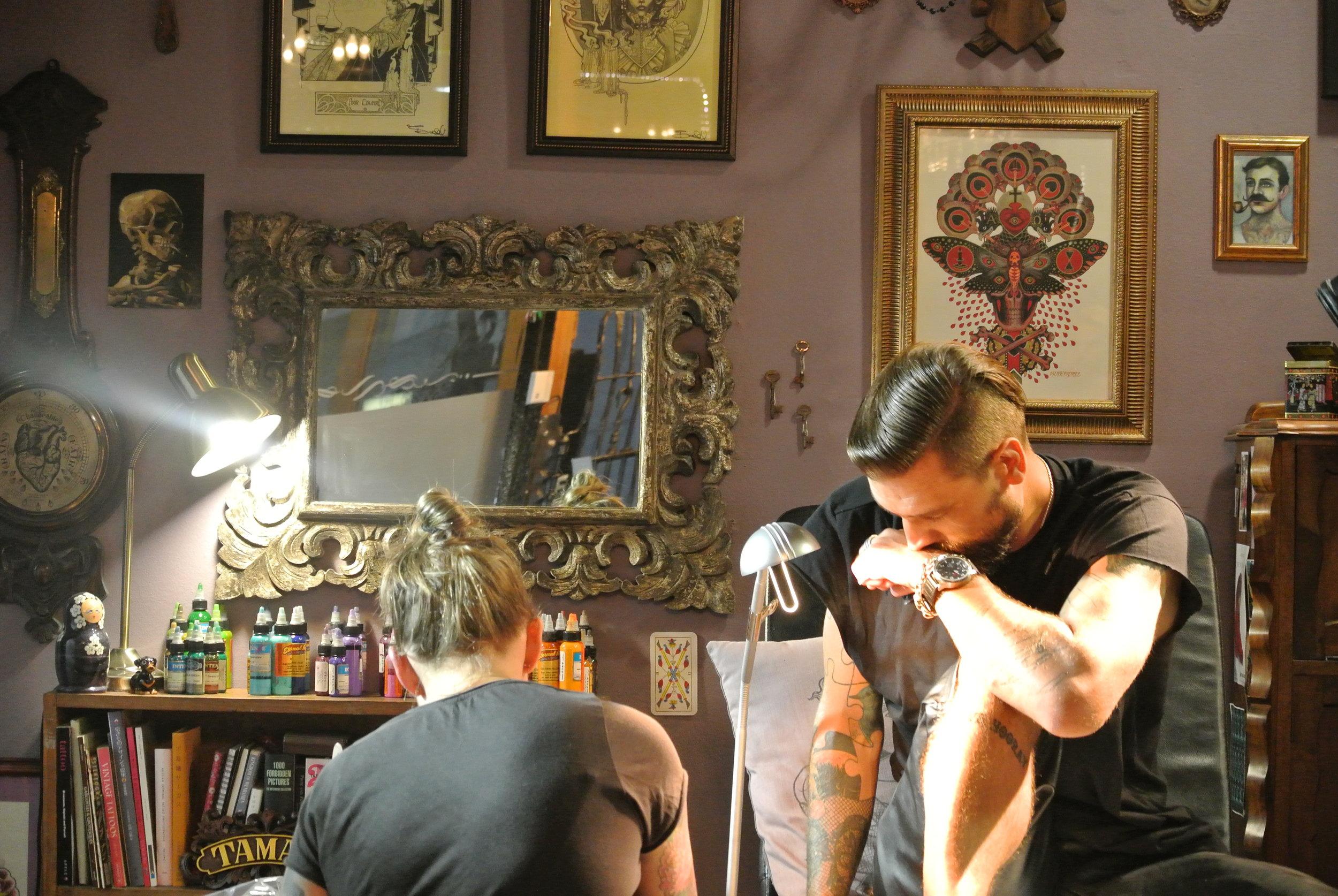 Brett getting tattooed by Tamar in CT 2.JPG