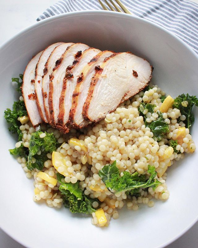 Summer, please don't go🙏🏼. We are loving simple grilled proteins and farmers market veggies too much. Like this grilled chicken on a bed of kale and yellow squash cous cous. . . . . . #feedfeed #f52grams #tophomecooking #foodblogfeed #healthyeating #eathealthy #howisummer #summergrilling #onmyplate #onmytable #healthyish #atkgrams #bareaders #ksgram #chicken #chickenrecipes #privatechef #foodglooby #foodgawker #homemade  #mediterraneandiet #dinnerideas #marblehead #bombesquad #tastemade #tastingtable #healthyfood #thekitchn #damnthatsdelish #clkitchen