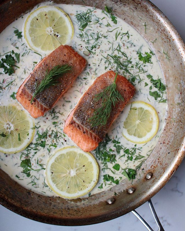 Healthy-ish is the new treat yo' self, and we're ok with that, because this salmon in a creamy lemon dill sauce is just the right balance. Not pictured: herby cauliflower rice ⚖️ . . . . . #healthyish #huffposttaste #buzzfeast #ksgram #healthyfood #foodandwine #salmonrecipes #dinnerideas #saveurmag #bareaders #onmyplate #sharemytable #seriouseats #pescatarian #mediterraneandiet #eatprettythings #allclad #oceanbox #tatsemade #tastingtable #clkitchen #dinnerrecipes #salmondinner #healthylifestyle #eeeeeats #bombesquad #thekitchn #instafood #foodblogfeed #foodblogger