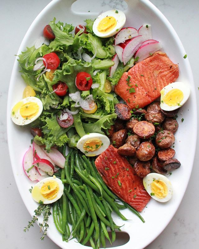 Salmon Niçoise salad. Have you ever served a giant platter of salad for 2? We did and it (mostly for the 📸) and  surprisingly, it made an already delicious salad even more fun to eat! . . . #nicoisesalad #salmondinner #salmonrecipes #healthyfood #healthyrecipes #cleaneating #eatclean #eattheworld #onmytable #marblehead #mediterraneandiet #bombesquad #foodandwine #bareaders #ksgrams #buzzfeast #huffposttaste #tastemade #foodblogfeed #thecookfeed #eatingfortheinsta #healthyfood #food52 #feedfeed #f52grams #feedfeedglutenfree #glutenfree #glutenfreerecipes #pescatarian #healthydinner